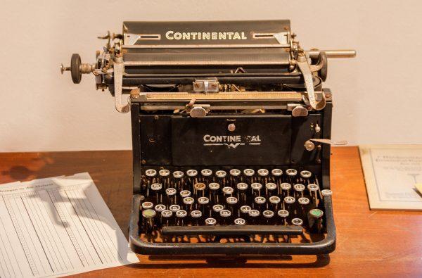 Schreibmaschine, Papier,